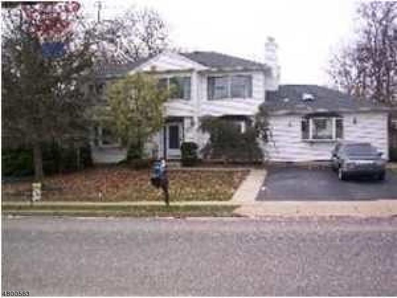 Maison unifamiliale pour l Vente à 1156 Tiffany Lane Lakewood, New Jersey 08701 États-Unis