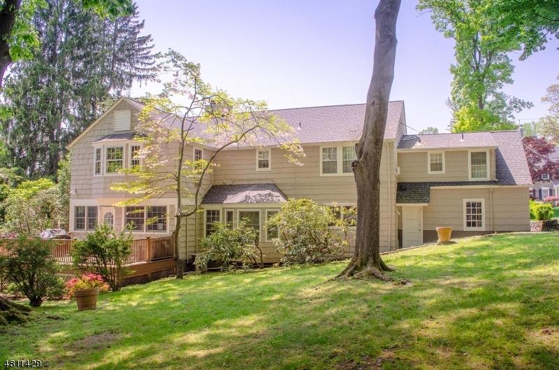Casa Unifamiliar por un Venta en 49 COLLINWOOD ROAD Maplewood, Nueva Jersey 07040 Estados Unidos