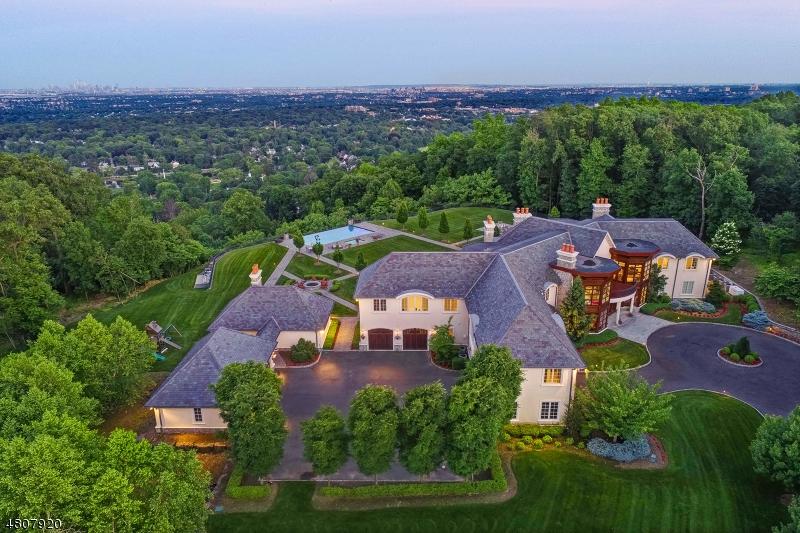 Tek Ailelik Ev için Satış at 32 CLUB WAY Cedar Grove, New Jersey 07009 Amerika Birleşik Devletleri