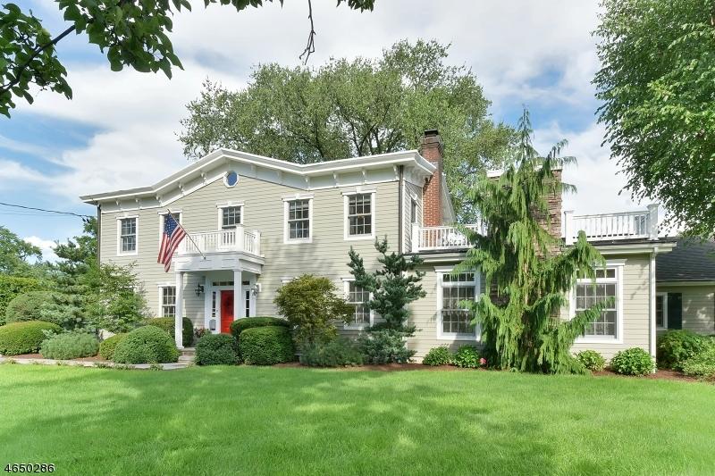 Casa para uma família para Venda às 525 N MAPLE Avenue Ridgewood, Nova Jersey 07450 Estados Unidos