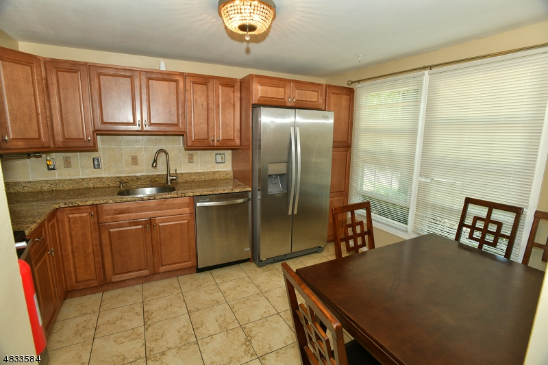 Condo / Casa geminada para Arrendamento às 856 VALLEY Street Union, Nova Jersey 07088 Estados Unidos