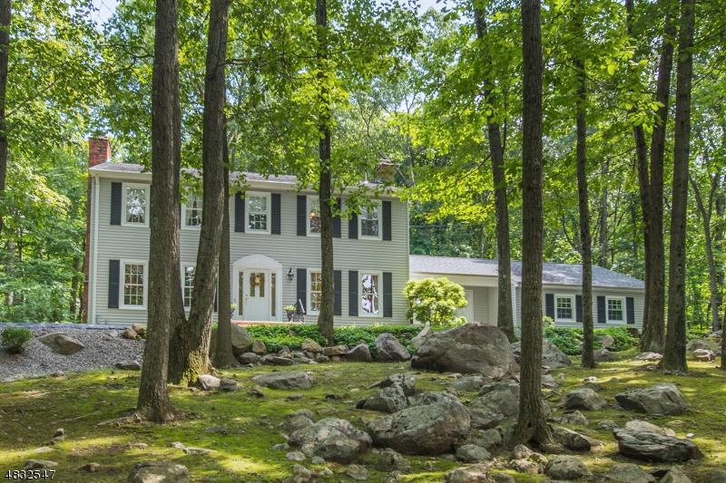 Casa Unifamiliar por un Venta en 3 SHADYSIDE TER Kinnelon, Nueva Jersey 07405 Estados Unidos