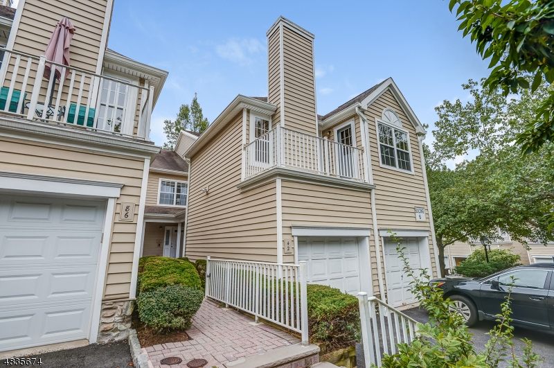 Condo / Townhouse for Sale at 2 SPRINGHOLM Drive Berkeley Heights, New Jersey 07922 United States