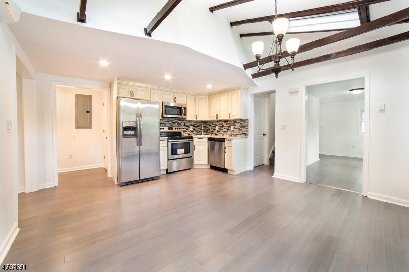 Property для того Продажа на 3 CLIFFSIDE TER Vernon, Нью-Джерси 07461 Соединенные Штаты