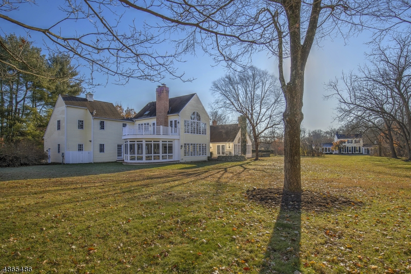 Maison unifamiliale pour l Vente à 1675 RIVER Road Bedminster, New Jersey 07921 États-Unis
