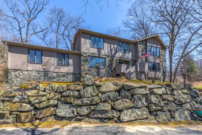 Частный односемейный дом для того Продажа на 23 RESERVOIR Drive Wanaque, Нью-Джерси 07465 Соединенные Штаты