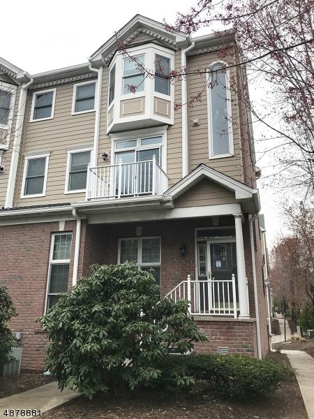 Кондо / дом для того Продажа на 349 OSWEGO Court West New York, Нью-Джерси 07093 Соединенные Штаты
