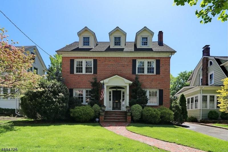 Maison unifamiliale pour l Vente à Cranford, New Jersey 07016 États-Unis