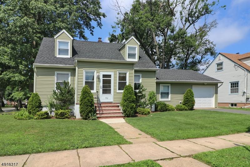 Single Family Homes für Verkauf beim Roselle Park, New Jersey 07204 Vereinigte Staaten