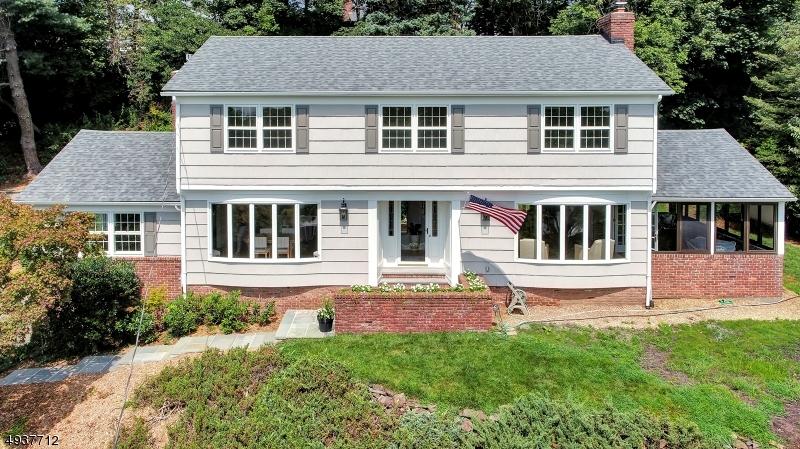 Single Family Homes 為 出售 在 Mountainside, 新澤西州 07092 美國