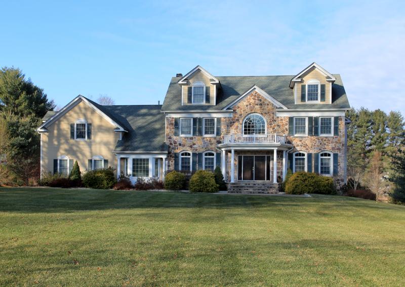 Maison unifamiliale pour l Vente à 1 Chestnut Glen Court Mendham, New Jersey 07945 États-Unis