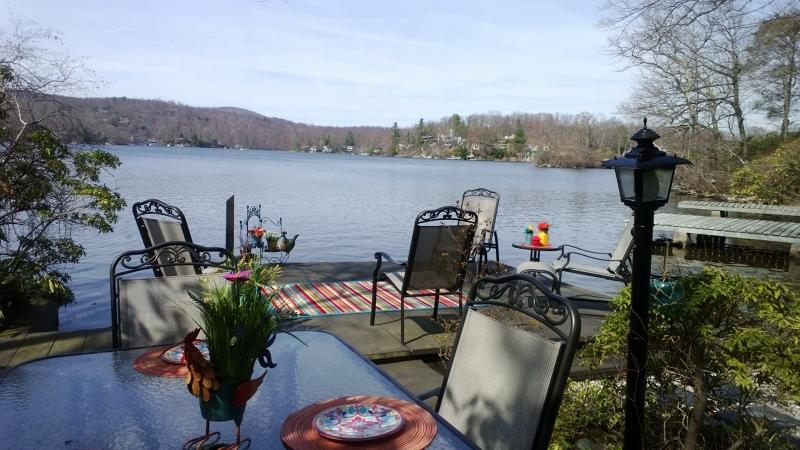 Casa Unifamiliar por un Venta en 37 Mickens Ln LAKEFRONT Bloomingdale, Nueva Jersey 07403 Estados Unidos