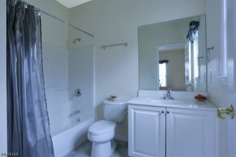 Additional photo for property listing at 3 Pasha Court  Rockaway, Нью-Джерси 07435 Соединенные Штаты