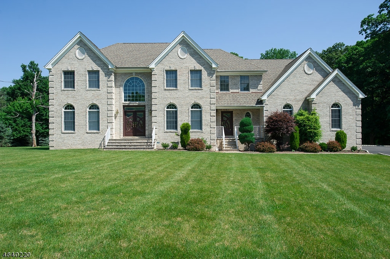 Maison unifamiliale pour l Vente à 32 Morning Glory Road Warren, New Jersey 07059 États-Unis