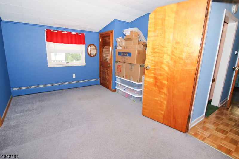 Additional photo for property listing at 116 Lincoln Place  Waldwick, 新泽西州 07463 美国