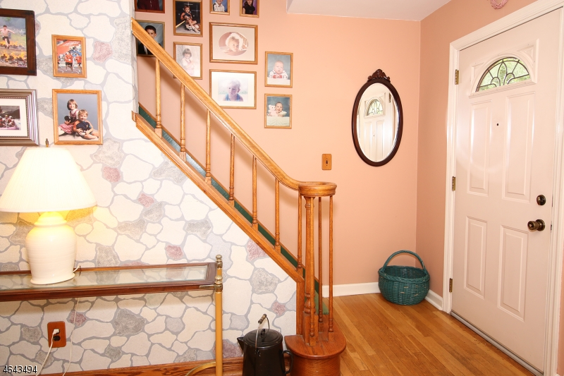 Additional photo for property listing at 116 Lincoln Place  Waldwick, New Jersey 07463 United States