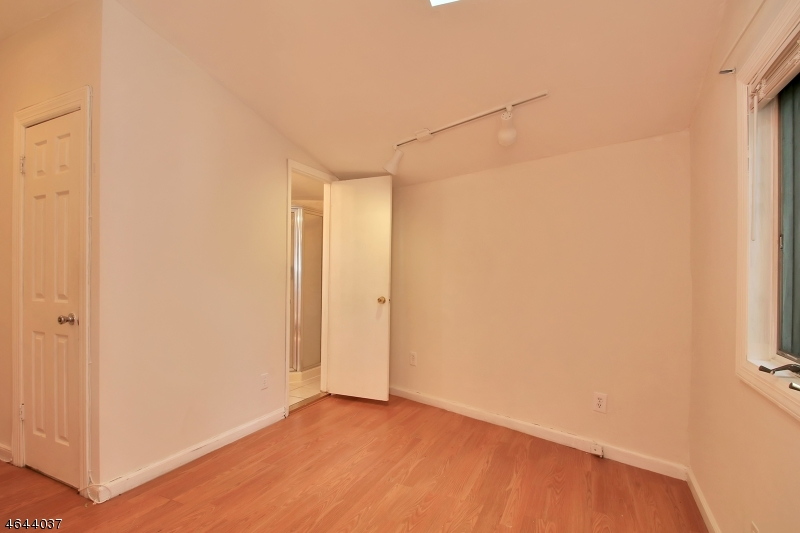 Additional photo for property listing at 29 MAPLEWOOD Avenue  克利夫顿, 新泽西州 07013 美国