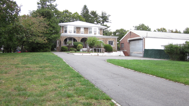 Многосемейный дом для того Продажа на 117 E McClellan Avenue Livingston, Нью-Джерси 07039 Соединенные Штаты