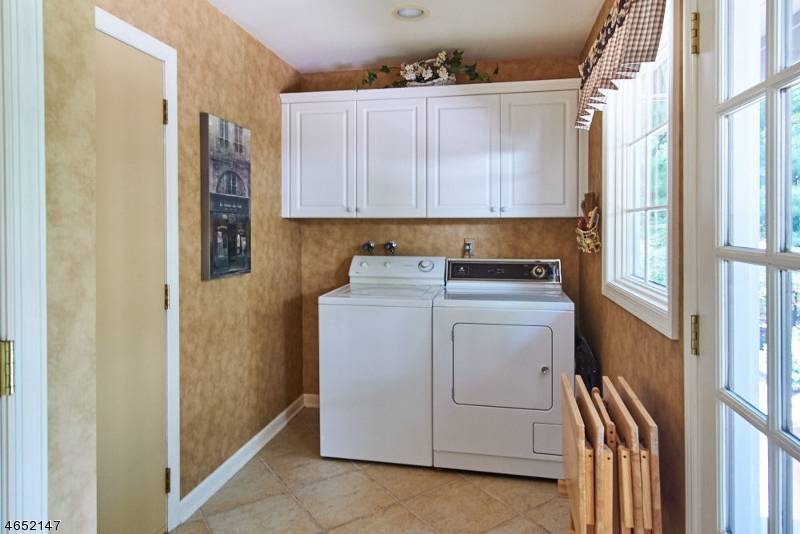 Additional photo for property listing at 1741 Merriam Drive  Martinsville, New Jersey 08836 États-Unis