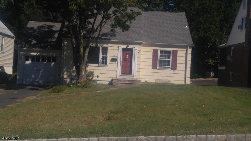 Maison unifamiliale pour l Vente à 19 Crystal Avenue West Orange, New Jersey 07052 États-Unis