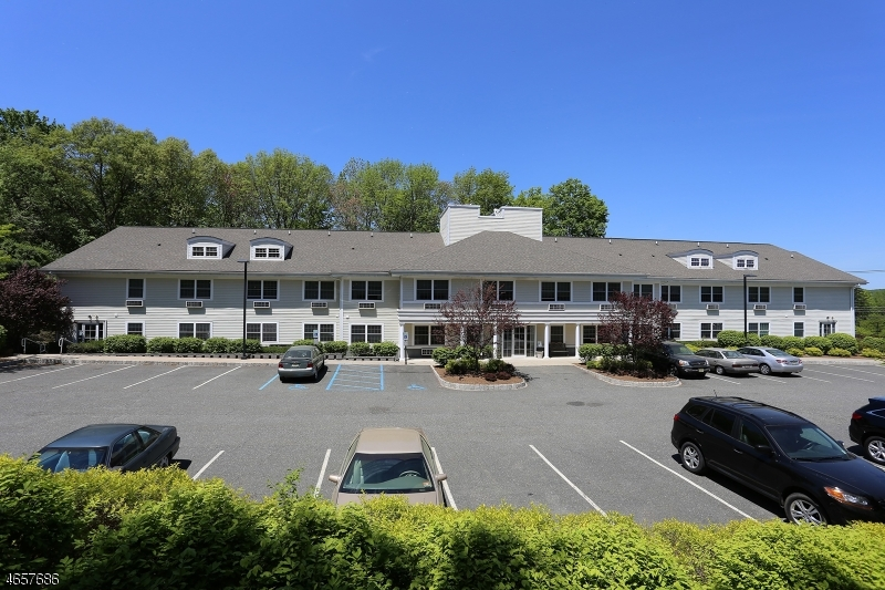 Casa Unifamiliar por un Alquiler en 84 Sparta Ave - 201 Sparta, Nueva Jersey 07871 Estados Unidos