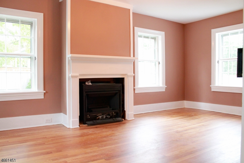Additional photo for property listing at 1 Academy Street  Califon, Nueva Jersey 07830 Estados Unidos
