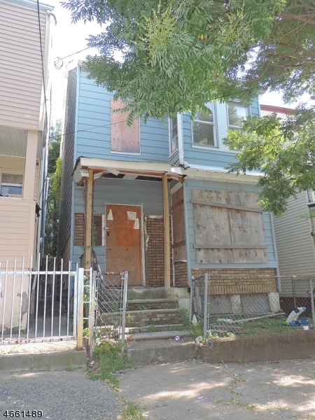Additional photo for property listing at 82 Keen Street  Paterson, New Jersey 07524 États-Unis