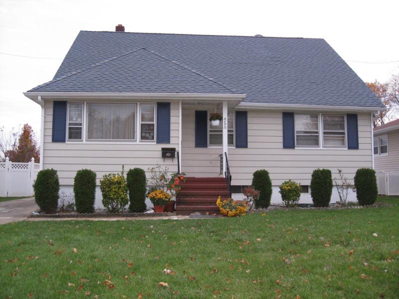 Частный односемейный дом для того Аренда на 510 Helfin Street Bound Brook, 08805 Соединенные Штаты