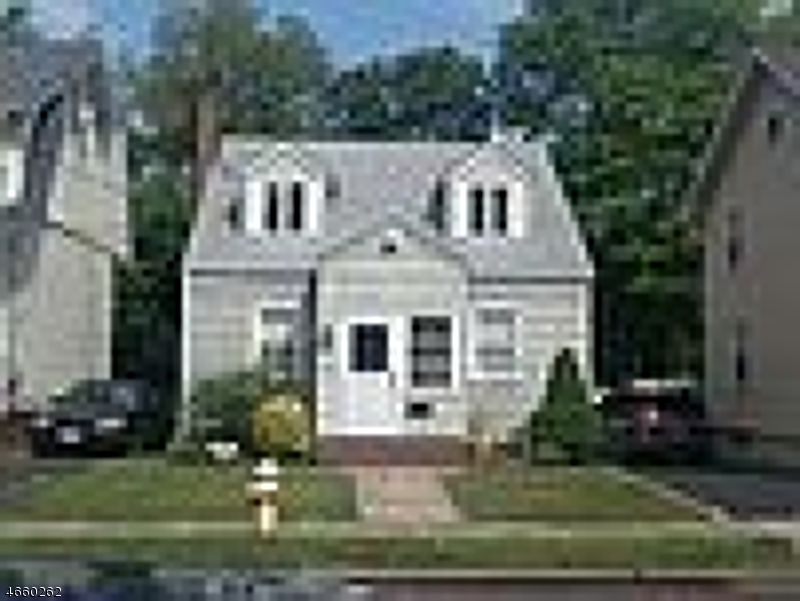 独户住宅 为 销售 在 119 Virginia Street Hillside, 新泽西州 07205 美国