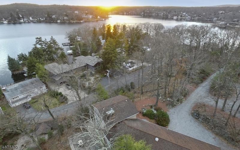 Maison unifamiliale pour l Vente à 29 Oakdale Avenue Andover, New Jersey 07821 États-Unis