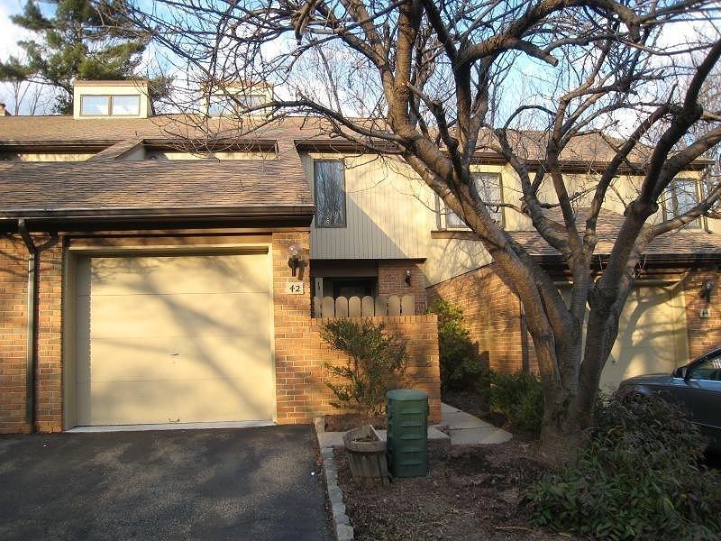 Частный односемейный дом для того Аренда на 42 KEATS WAY Morristown, 07960 Соединенные Штаты