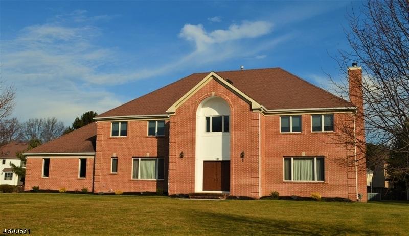 独户住宅 为 销售 在 19 Winchester Drive Scotch Plains, 新泽西州 07076 美国