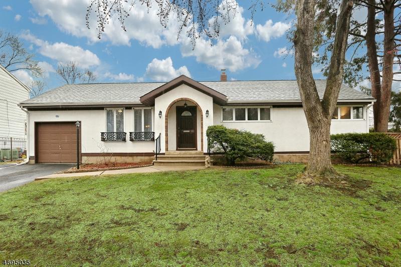 Частный односемейный дом для того Продажа на 168 Valley Road River Edge, Нью-Джерси 07661 Соединенные Штаты