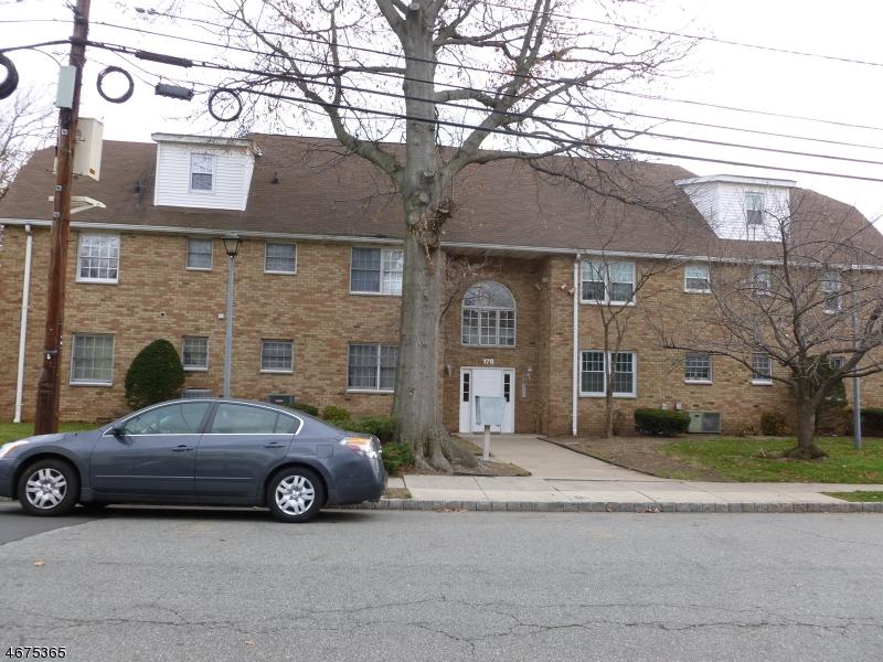 Частный односемейный дом для того Аренда на 178 Streetephens Street Belleville, Нью-Джерси 07109 Соединенные Штаты
