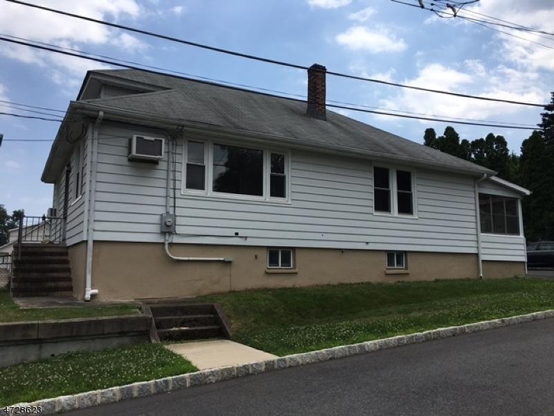 Частный односемейный дом для того Аренда на 33 STANLEY Road Little Falls, Нью-Джерси 07424 Соединенные Штаты