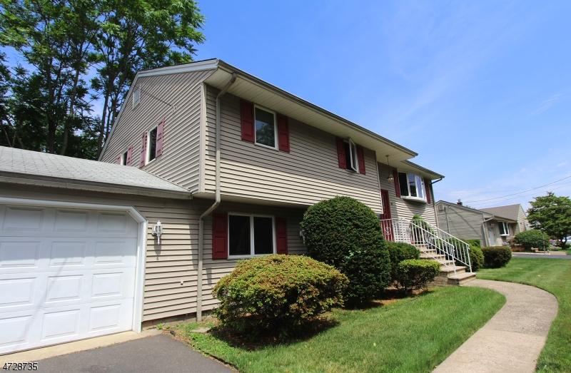 Casa Unifamiliar por un Venta en 80 Sunset Street Dumont, Nueva Jersey 07628 Estados Unidos