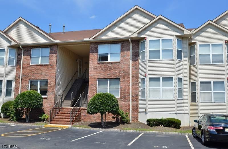Maison unifamiliale pour l à louer à 8 Frankie Lane East Hanover, New Jersey 07936 États-Unis