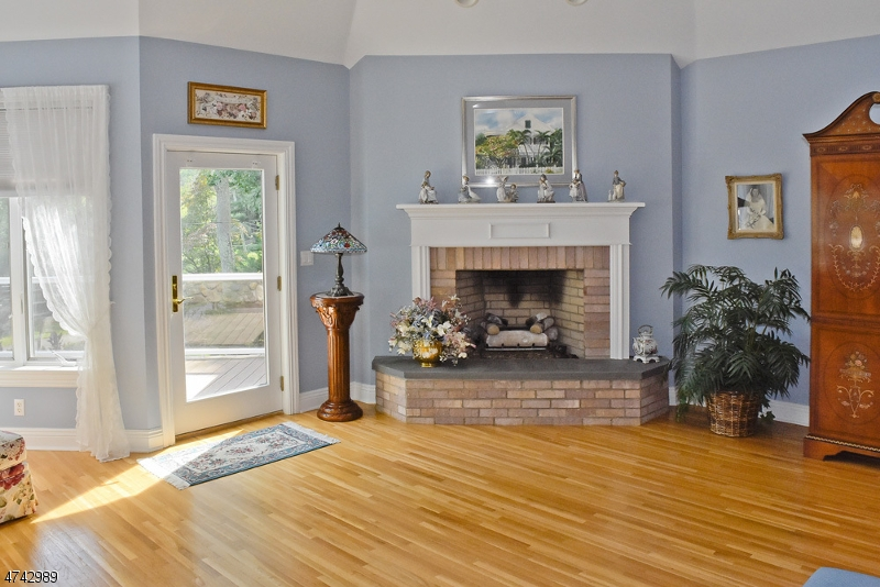 Additional photo for property listing at 11 W Shore Road 11 W Shore Road Bloomingdale, New Jersey 07403 United States