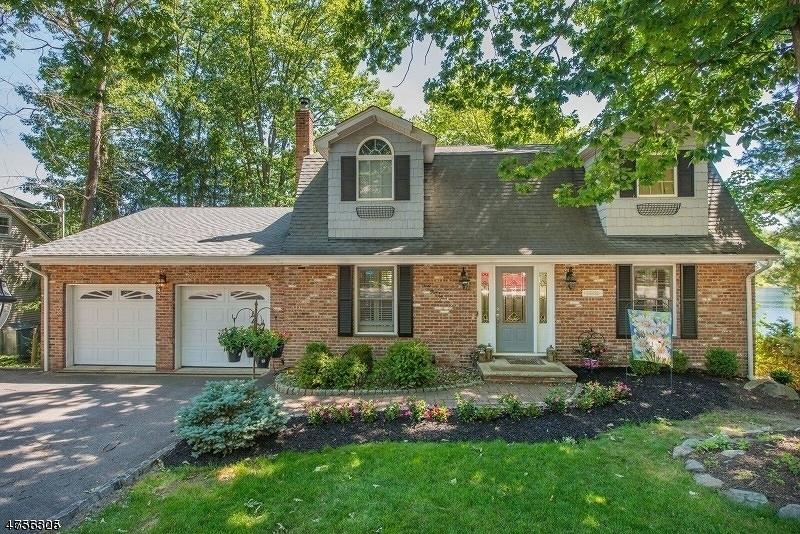 Maison unifamiliale pour l Vente à 335 High Crest Drive West Milford, New Jersey 07480 États-Unis