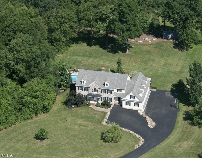 Maison unifamiliale pour l Vente à 33 Woodland Heights Circle Lebanon, New Jersey 08826 États-Unis