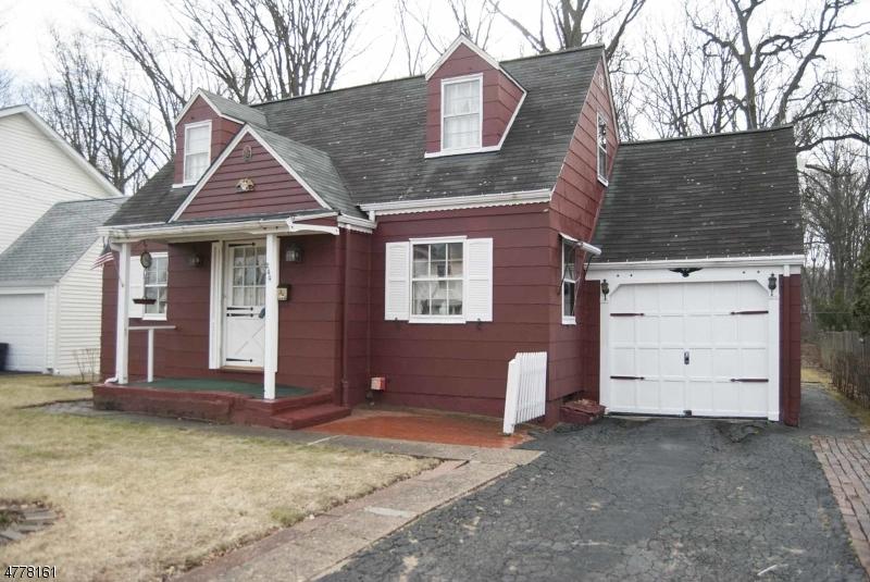 Maison unifamiliale pour l Vente à 244 Washington Avenue Elmwood Park, New Jersey 07407 États-Unis