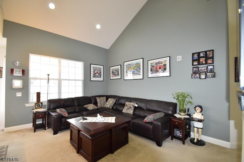 独户住宅 为 销售 在 3410 Ramapo Court 里弗代尔, 新泽西州 07457 美国