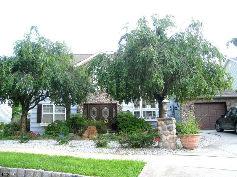 独户住宅 为 销售 在 8 Pieretti Court 布鲁姆菲尔德, 新泽西州 07003 美国