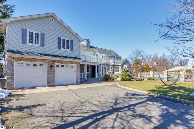 Enfamiljshus för Försäljning vid 20 Lynn Drive Clifton, New Jersey 07013 Usa