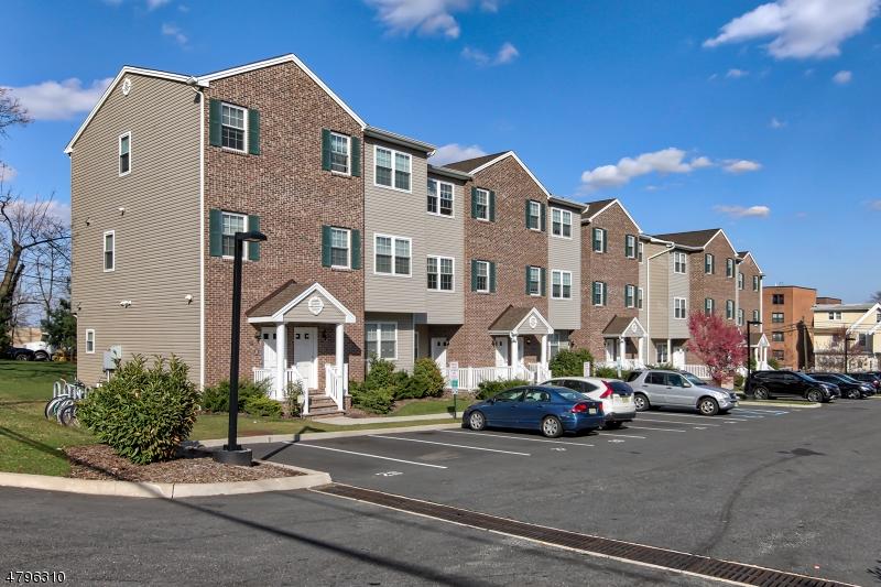 Condo / Townhouse pour l Vente à 81 HIGH ST UNIT 11 Orange, New Jersey 07050 États-Unis