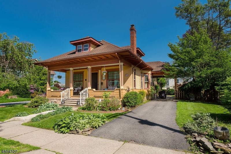 Maison unifamiliale pour l Vente à 405 W Moore Street Hackettstown, New Jersey 07840 États-Unis