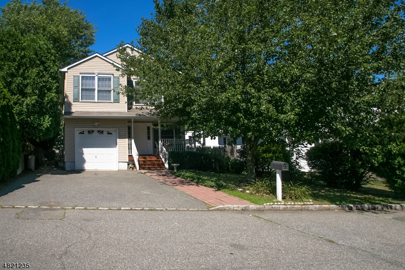 Single Family Home for Sale at 8 Clover Place Mine Hill, New Jersey 07803 United States