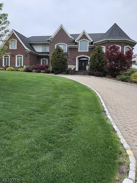 Maison unifamiliale pour l Vente à 15 LAFAYETTE Drive Livingston, New Jersey 07039 États-Unis