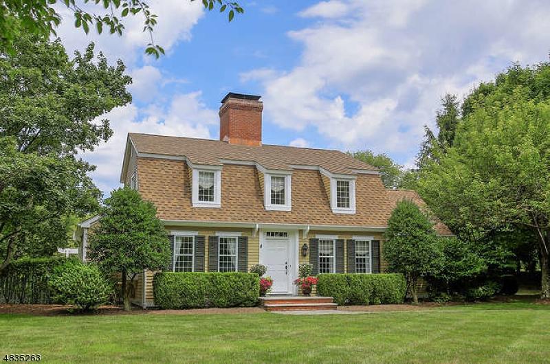 Maison unifamiliale pour l Vente à 1 SUGAR MAPLE ROW Chester, New Jersey 07930 États-Unis