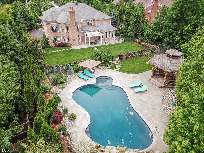 Частный односемейный дом для того Продажа на 46 GREAT HILLS TER Millburn, Нью-Джерси 07078 Соединенные Штаты